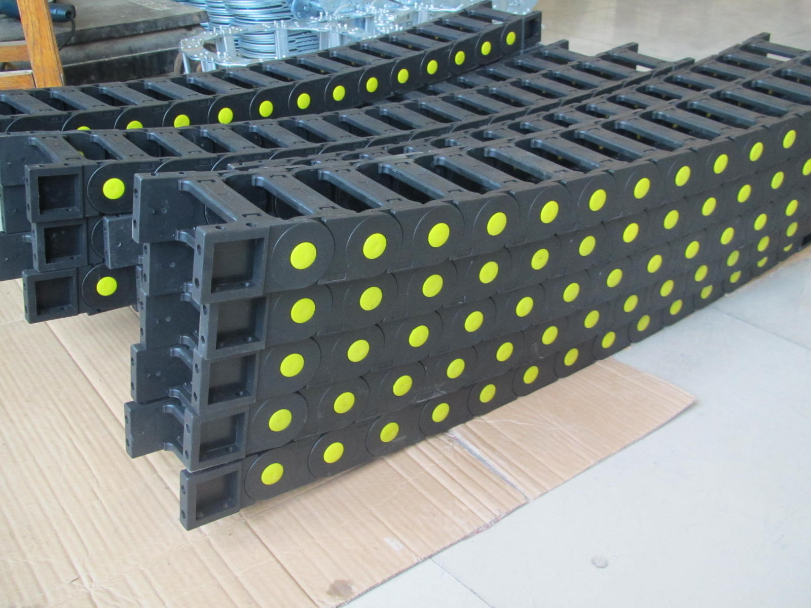 钻机塑料穿线拖链产品图