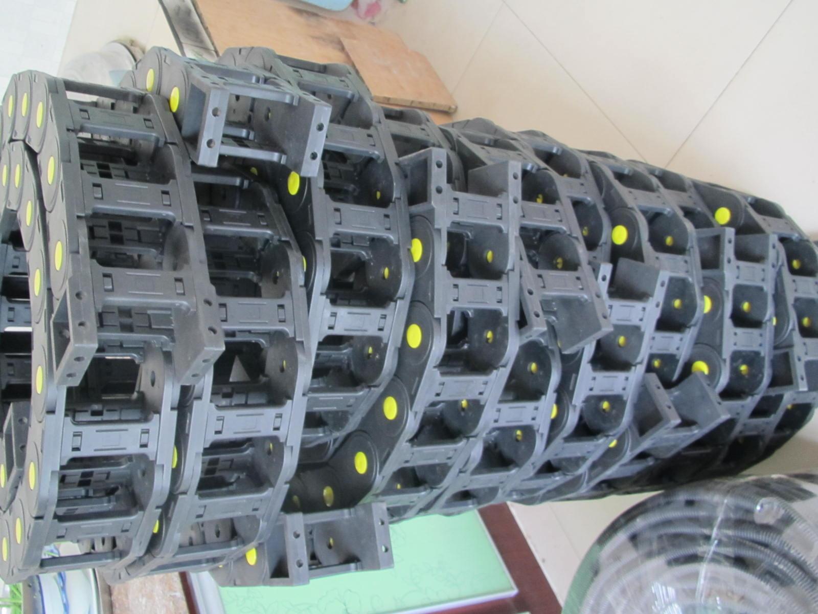 小型半封闭式塑料拖链产品图